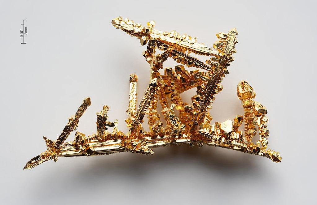 Krystaly čistého zlata. Kredit: Alchemist-hp / Wikimedia Commons.