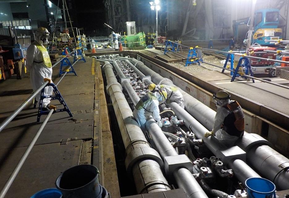 Práce na ledové stěně (zdroj TEPCO).