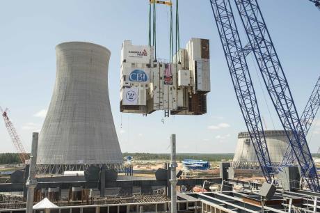 Instalace nejtěžšího modulu reaktoru AP1000 s označením CA01 u třetího bloku elektrárny Vogtle (zdroj Georgia Power).