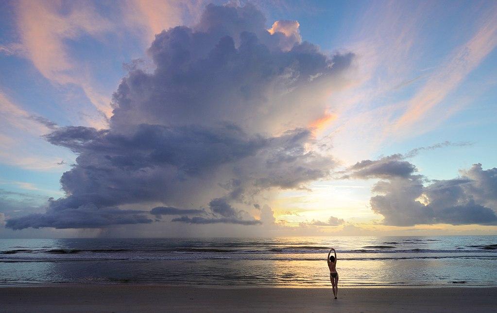 Moře obsahuje spoustu energie. Kredit: Steevven1 / Wikimedia Commons.