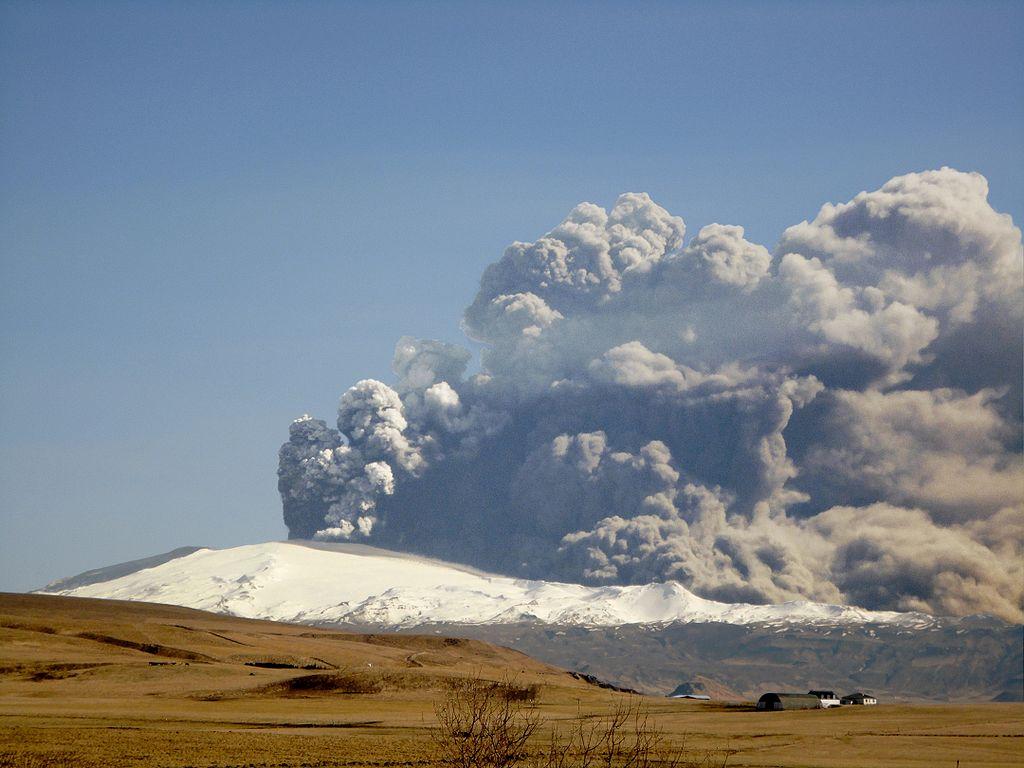 Erupce vulkánu Eyjafjallajökull (2010). Kredit: �rni Friðriksson