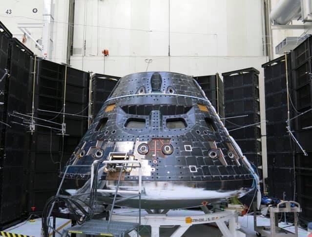Kapsle pro posádku lodi Orion během testu 2. května.