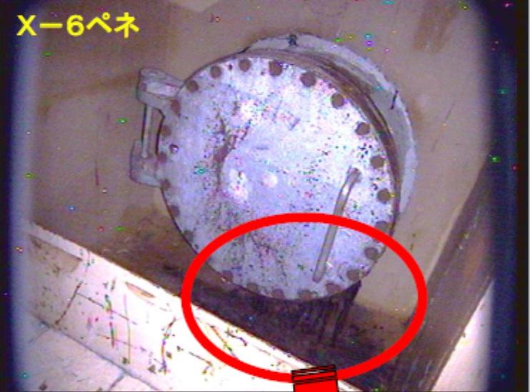 Vstup, kudy by měl proniknout robot do potrubí a pak do kontejnmentu druhého bloku (zdroj TEPCO).