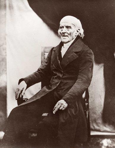 """Homeopatie vycházĂ z uÄŤenĂ Samuela Hahnemanna (1841), kterĂ˝ prosazoval lĂ©ÄŤbu  """"similia similibus curentur"""". Jeho dnešnĂ následovnĂci se zásady lĂ©ÄŤit """"podobnĂ© podobnĂ˝m"""" u prĹŻjmĹŻ tak striktnÄ› nedrží a nabádajĂ lĂ©ÄŤit prĹ"""