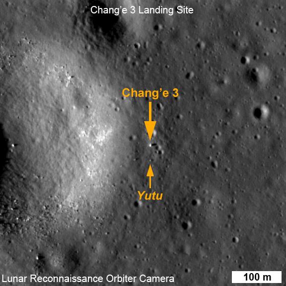 Fotografie přistávacího modulu Čchang-e 3 a Nefritového králíka pořízené americkou měsíční družicí LRO (zdroj NASA).