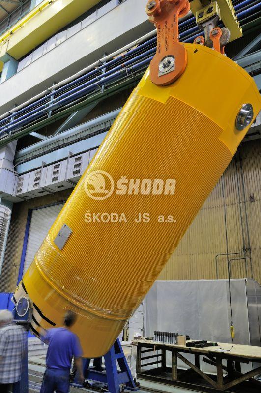 Vyhořelé palivo se u nás zatím ukládá v suchých meziskladech kontejnerech typu Castor (zdroj Škoda JS a.s.)