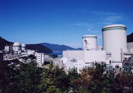 Elektrárna Takahama, vlevo je Takahama 3 a 4 a vpravo Takahama 1 a 2 (zdroj NRA).