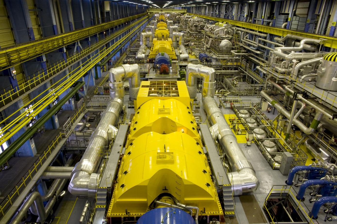 Maďarsko získává okolo 50 % elektřiny z jádra i díky modernizaci čtyř bloků VVER440 v jaderné elektrárně Paks. Na obrázku jsou nové turbíny (zdroj Alstom).