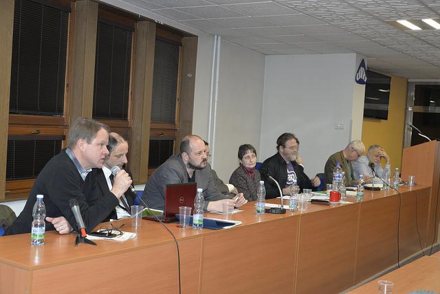 Panelisté při besedě o výsledcích klimatické konference v Paříži, kterou pořádal organizace STUŽ (zdroj stránky STUŽ, fotograf Jirka DL).