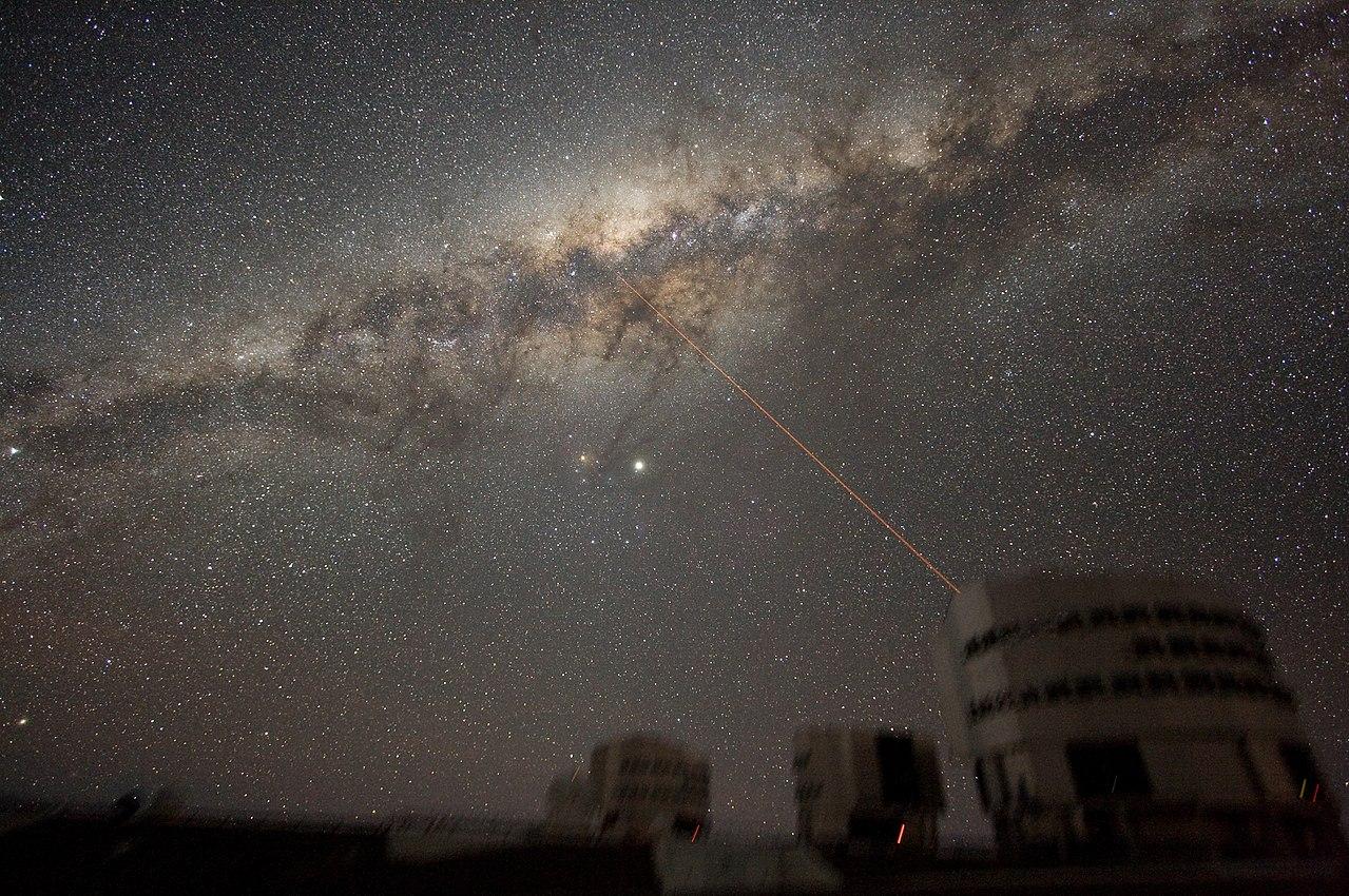 VMléčné dráze se ukrývají podivuhodné věci. Kredit: ESO/Y. Beletsky.