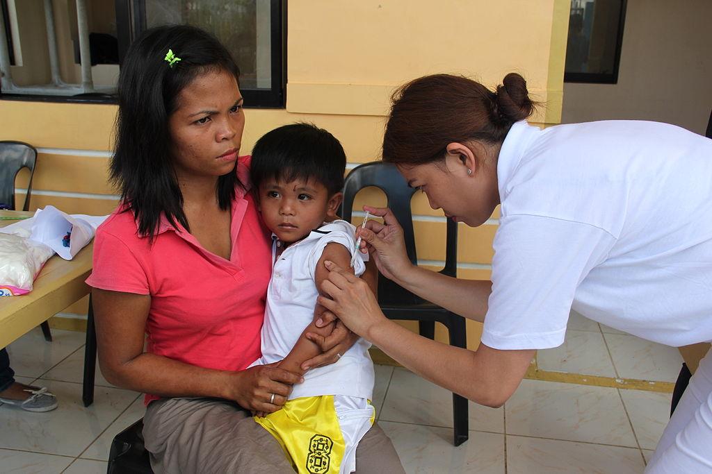 Očkování proti spalničkám na Filipínách. Kredit: DFID - UK Department for International Development.