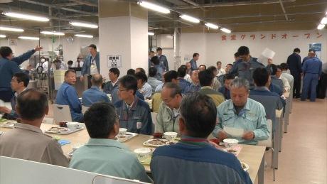 Jídelna v nové budově zajišťující odpočinek v elektrárně pro pracovníky podílející se na dekontaminaci (zdroj TEPCO).