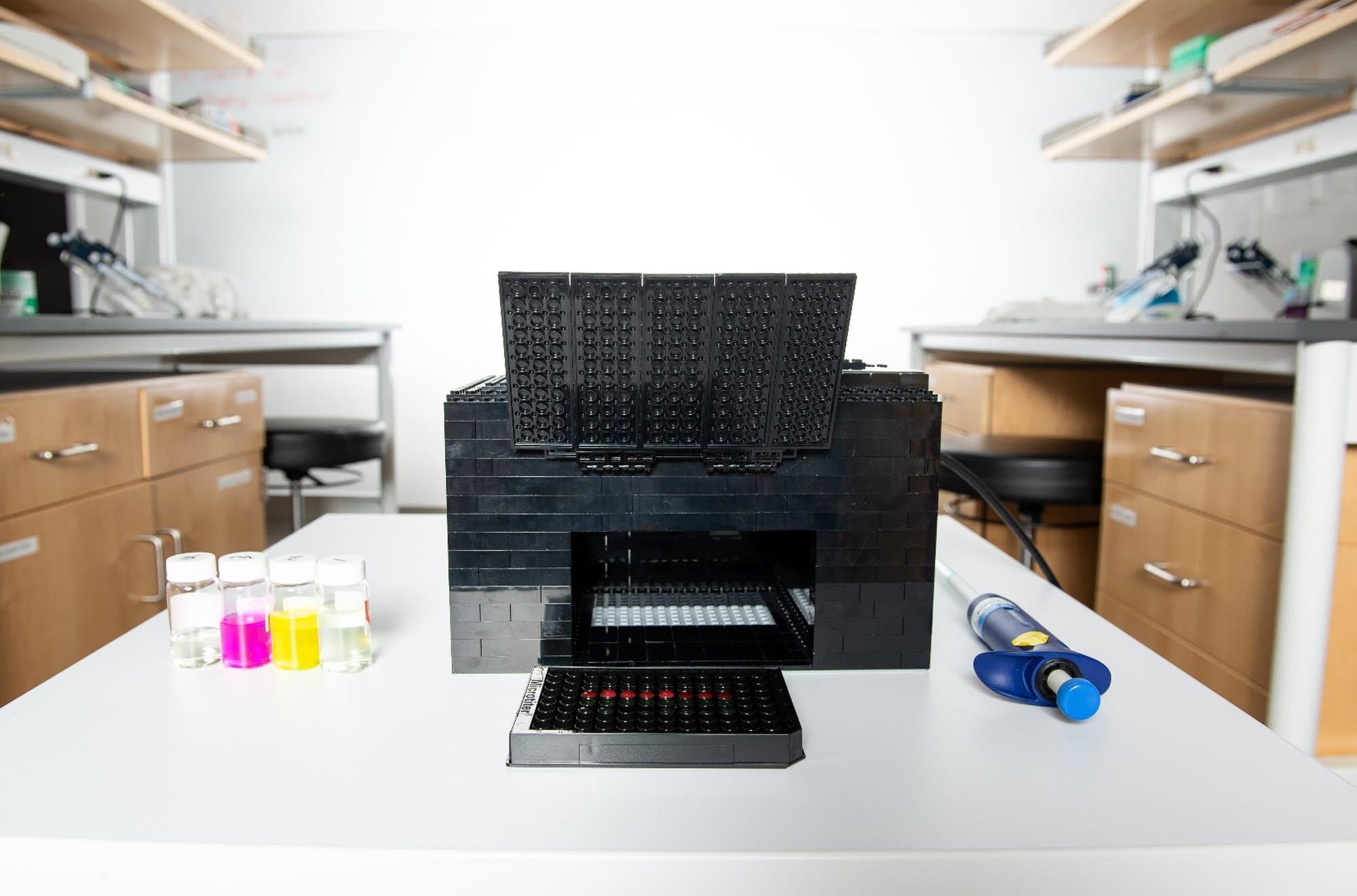 LEGO detektor nervových plynů. Kredit: University of Texas at Austin.