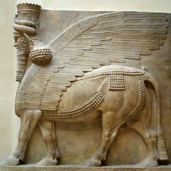 Dobrý ochranný démon Aladlammú, čili Šédu, zChorsábádu. Dnes vbezpečí Louvre. Kredit: Marie-Lan Nguyen, Wikimedia Commons.