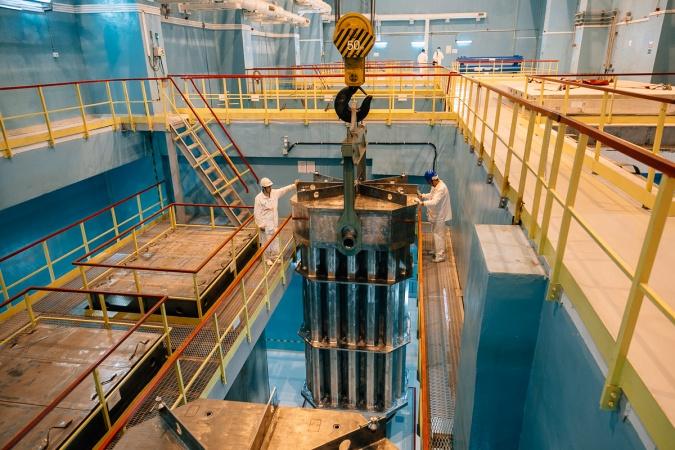 Výměna paliva v reaktoru Novovoroněž 6 (zdroj Novovoroněžská elektrána/Rosenergoatom).
