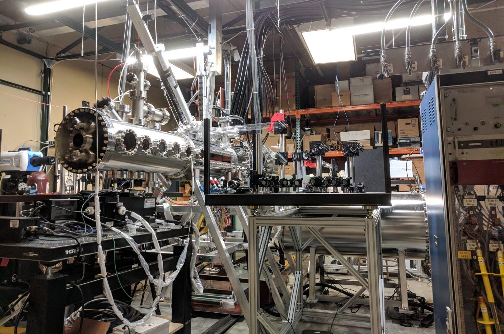 Fúzní systém Z-pinch vlaboratoři. Kredit: University of Washington.