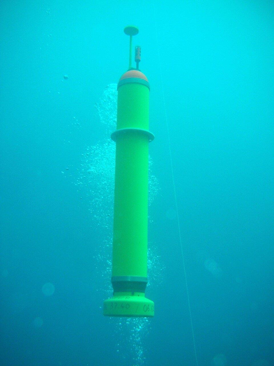 Autonomní podvodní seismometr MERMAIDS. Kredit: Yann Hello, University of Nice.