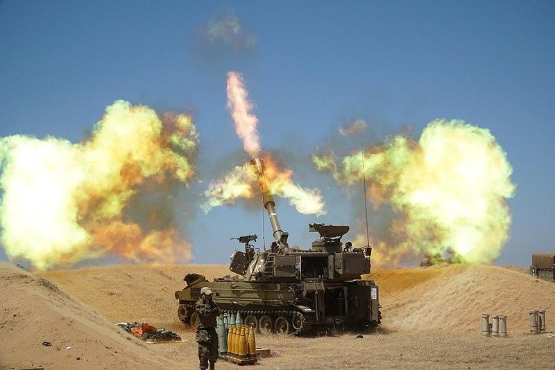 Izraelské dělostřelectvo pálí do Gazy (18. května 2021). Kredit: IDF Spokesperson's Unit.