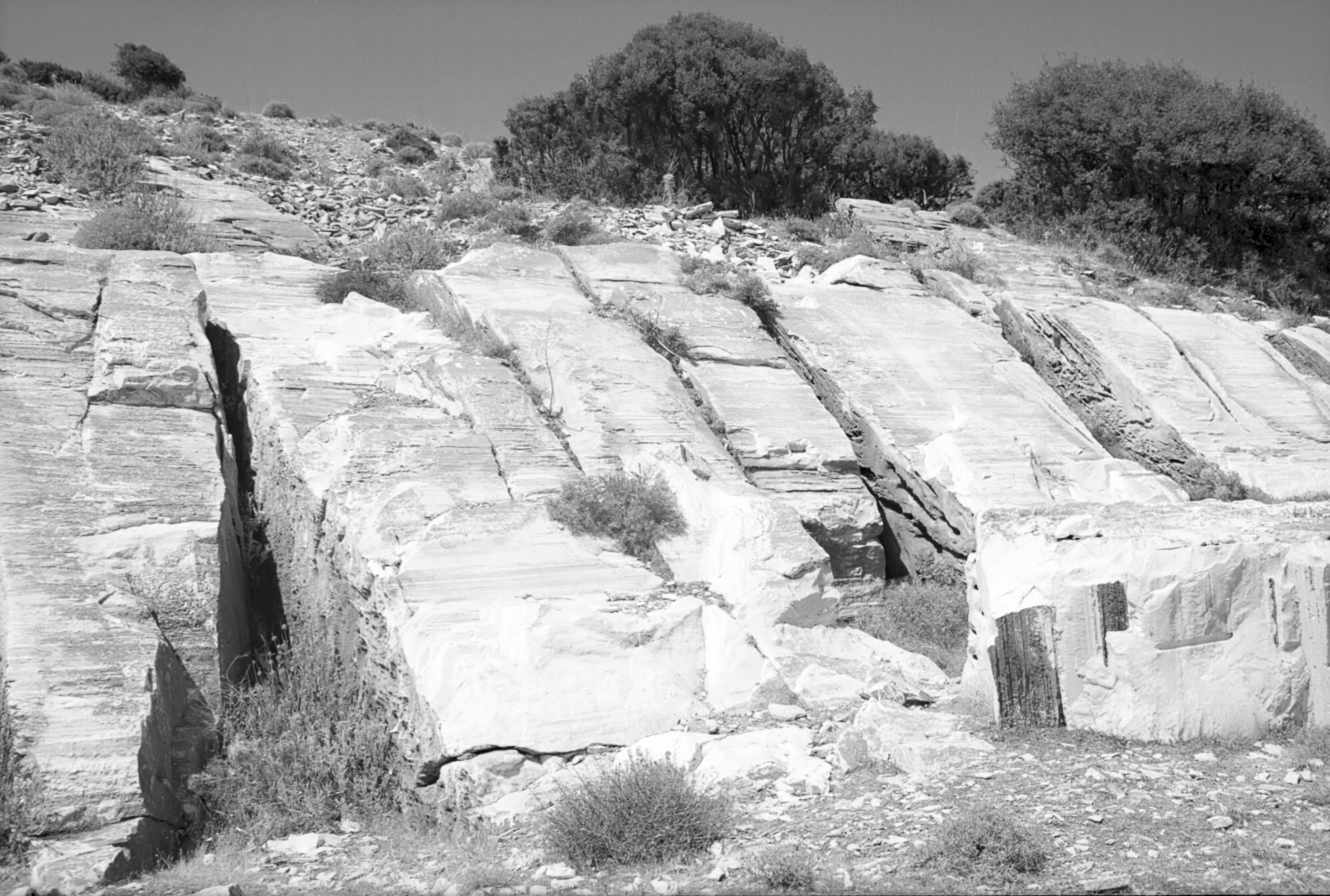 Malý mramorový lom u Apeiranthu. Kredit: Zde, Wikimedia Commons. Licence CC 4.0.