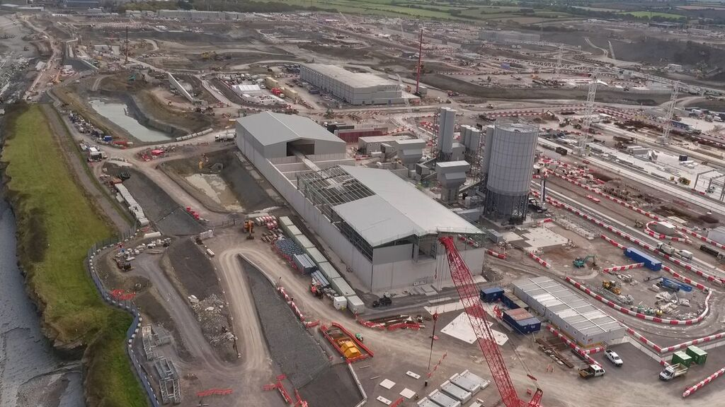Sklad a betonárka pro areál elektrárny Hinkley Point C (zdroj EDF).