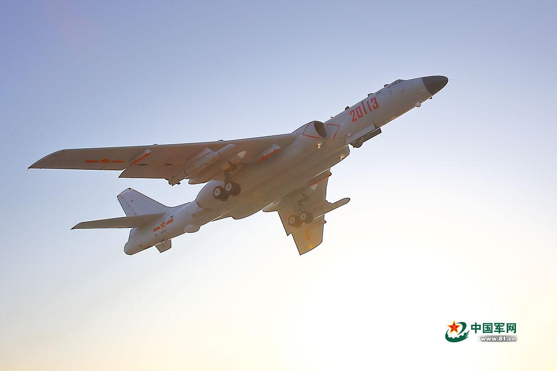 Bombardér H-6K. Kredit: Xinhua.