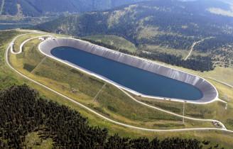 Přečerpávací elektrárny jsou velmi užitečné, ale možnosti výstavby dalších u nás jsou omezené. Horní nádrž přečerpávací elektrárny Dlouhé stráně. (Zdroj ČEZ).