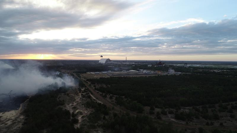 Likvidace lesního požáru v zakázané zóně okolo Černobylské jaderné elektrárny v červnu 2018 (zdroj Ukrajinská státní služba pro mimořádné události dsns.gov.ua).