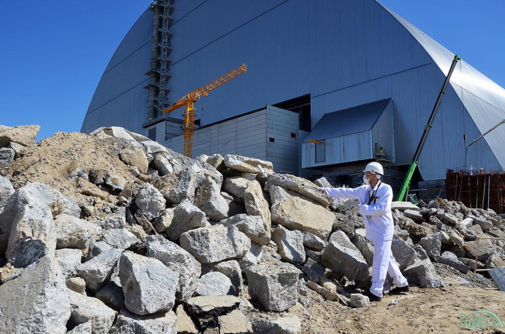 Dokončovací práce na hermetickém uzavření nového sarkofágu (zdroj Černobylská jaderná elektrárna).