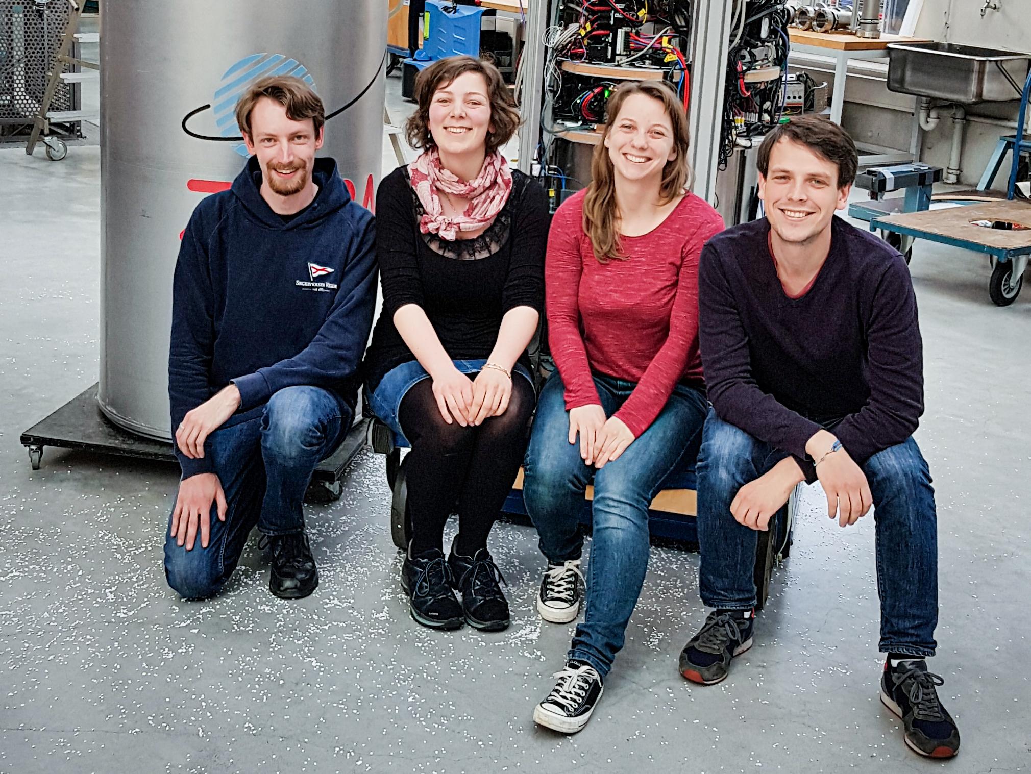 Tým projektu QUANTUS 2 vdobré náladě. Kredit: Universität Bremen.