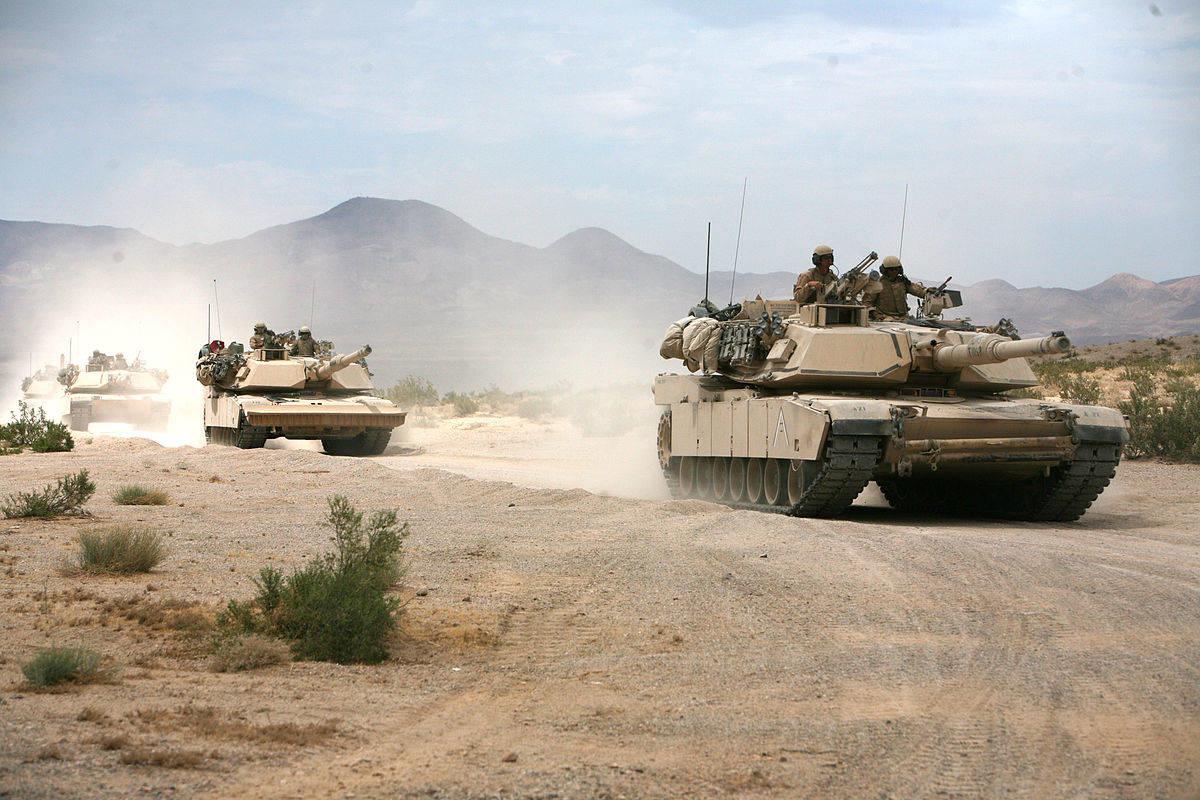 Tanky Abrams na letním cvičení. Kredit: US Army.