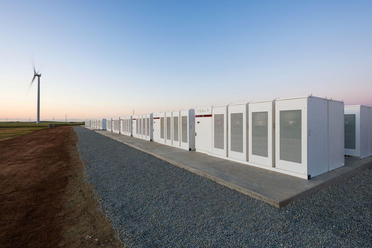 Akumulátorové úložiště dodané Elonem Muskem do Austrálie (zdroj Tesla).