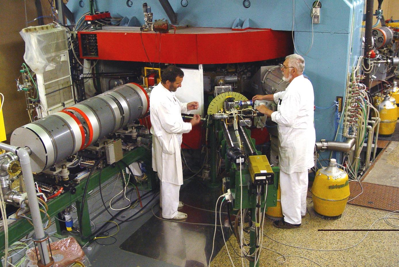 Cyklotron U120M v Ústavu jaderné fyziky AV ČR, kde se provádí také produkce fluorescenčních nanodiamantů (zdroj ÚJF).
