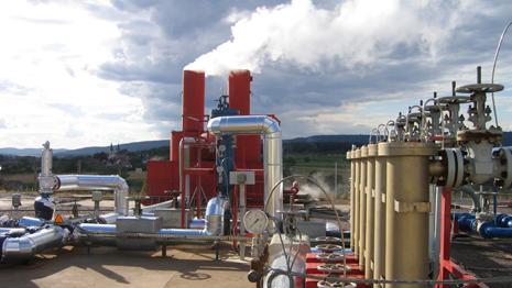Francouzský pilotní projekt HDR geotermální elektrárny s výkonem 1,5 MW v Soultz-sous-For?ts v Alsasku (zdroj GEIE Exploitation mini?re de la chaleur).