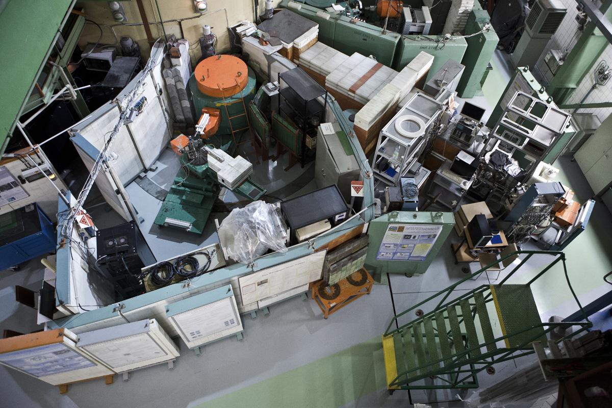 Kolegové z našeho oddělení neutronové fyziky využívají několik neutronových kanálů u reaktoru LVR-15 (zdroj ÚJF AV ČR).