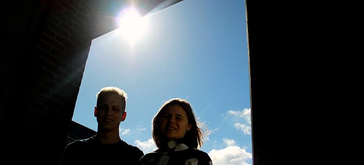 Linnea Hesslow (vpravo) a Ola Embréus (vlevo). Kredit: Mia Halleröd Palmgren / Chalmers.