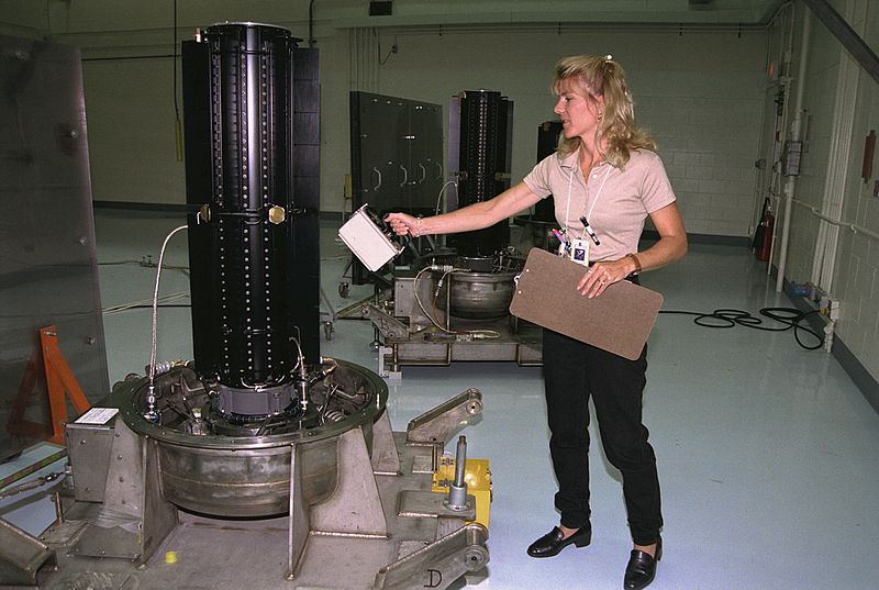 Radionuklidové zdroje GPHS-RTG, které se používaly pro lety do vnějších oblastí Sluneční soustavy (zdroj NASA).