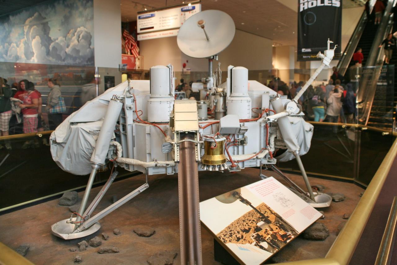 Přistávací část sondy Viking. Kredit: Cliff CC BY 3.0