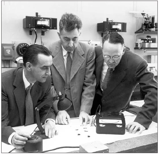 Trojice objevitelů prvního křemíkového článku (zdroj J. Perlin, NREL, 2004).