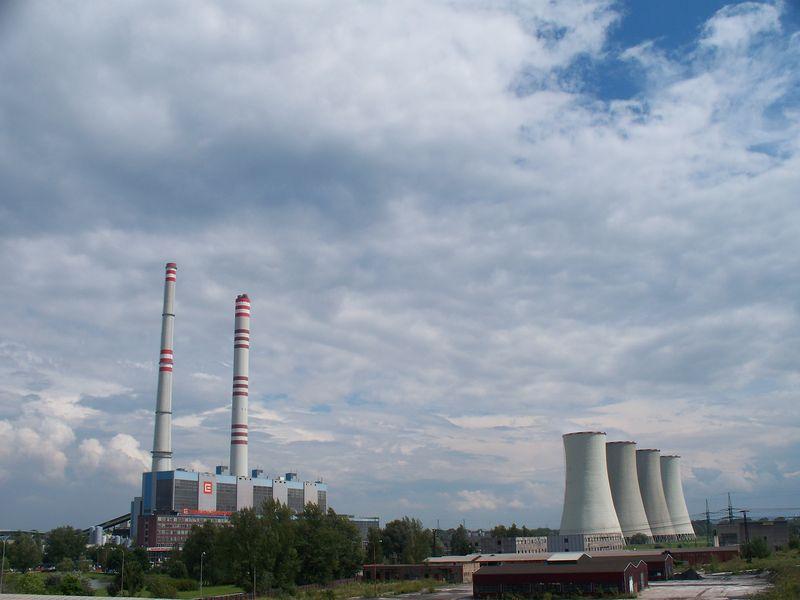 Uhelné bloky nyní dodávají téměř 50 % elektřiny. Dominantně jde o hnědouhelné. Černouhelné elektrárny jako Dětmarovice jsou vyjímkou (Zdroj Wikipedie).