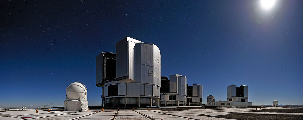 Very Large Telescope (VLT). Kredit: G.HĂĽdepohl / ESO.