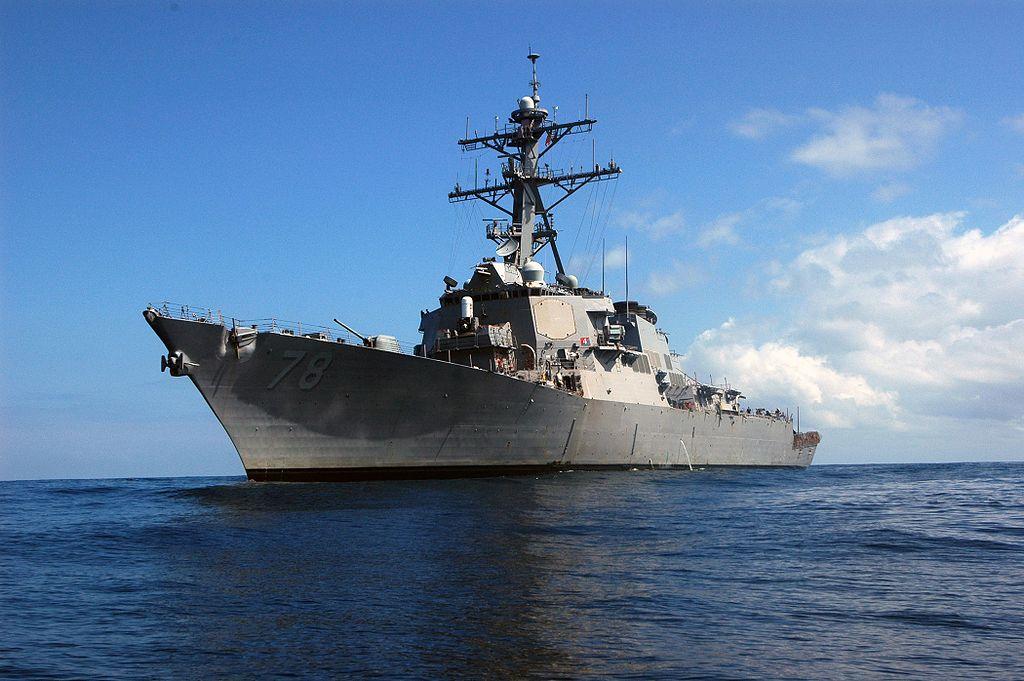 Raketový křižník USS Porter. Kredit: U. S. Navy.