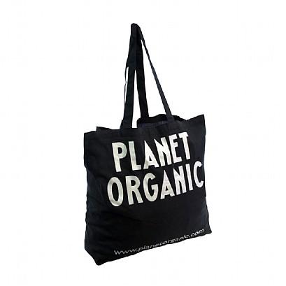 Taška z organické bavlny, má trojnásobně horší dopad na životní prostředí, než ta z z klasické GMO bavlny. Vyžaduje více půdy, vody a postřiků pesticidy. (Kredit: Planet organic)