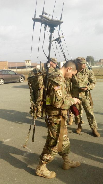 Dragouni 2. jezdeckého pluku trénují selektronickými zbraněmi. Kredit: US Army.