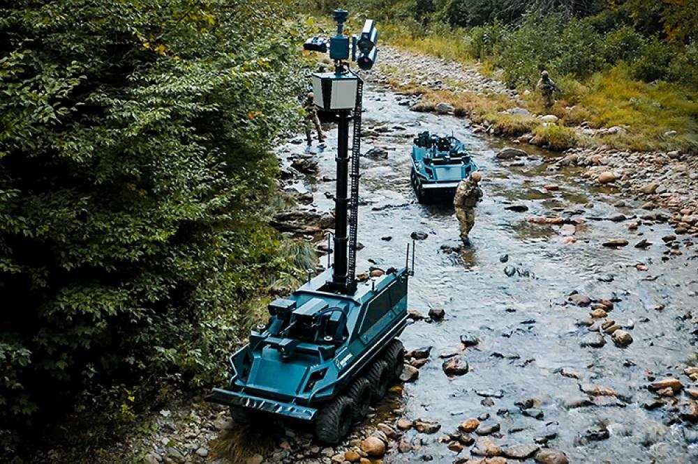 Robot Mission Master – Armed Reconnaissance vakci svysunutou teleskopickou věží. Kredit: Rheinmetall.