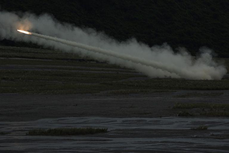 Odpálení rakety systému HIMARS na Filipínách, říjen 2016. Kredit: US Army.