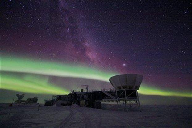 South Pole Telescope studuje reliktní záření (zdroj BICEP).