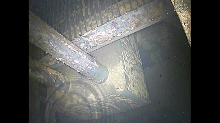 Snímky pořízené pomocí endoskopu ve vnitřní částí kontejnmentu třetího bloku (zdroj TEPCO).