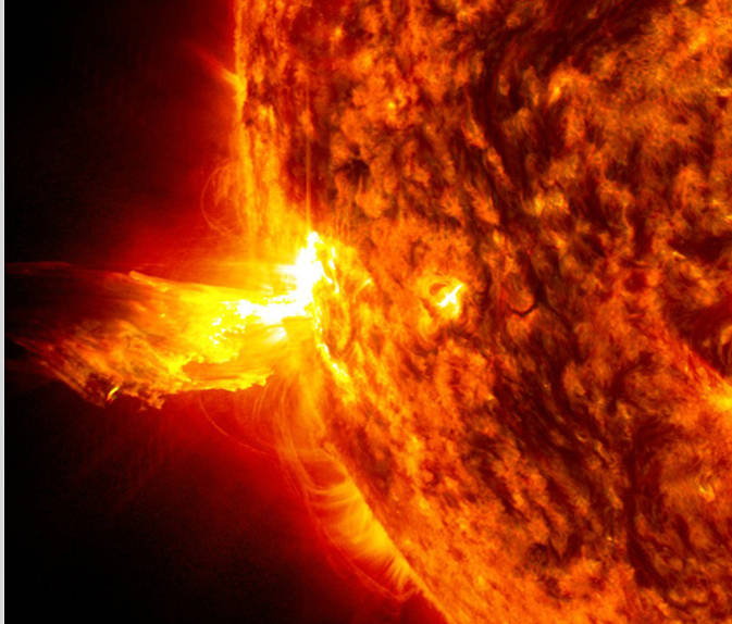 Intenzivním zdrojem kosmického záření jsou velké sluneční erupce (zdroj NASA).