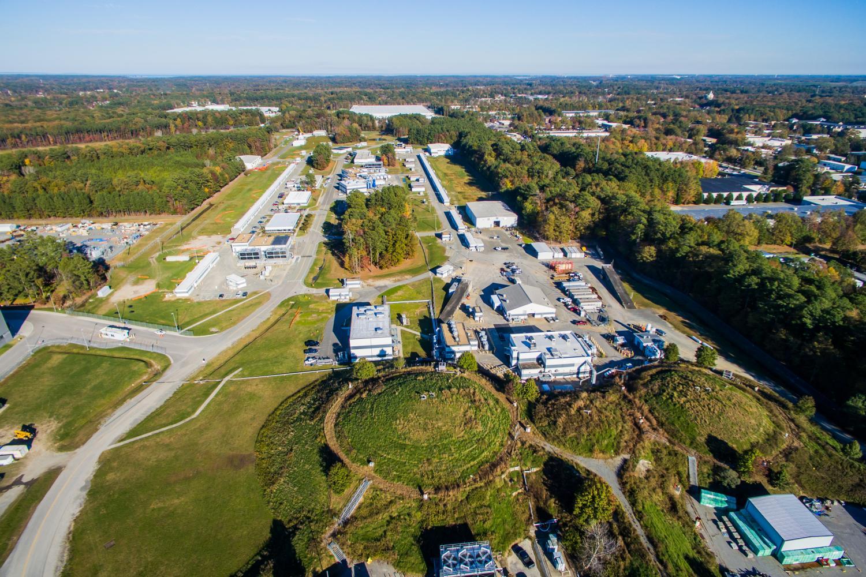 Laboratoře Thomas Jefferson National Accelerator Facility. Kredit: Jefferson Lab.