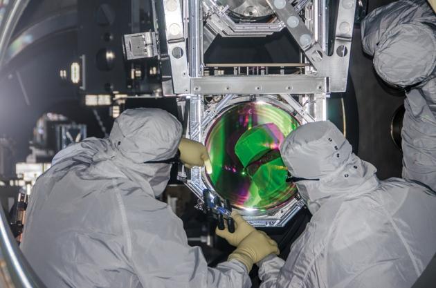 Technici u části detektoru v Louisianě.  Kredit: Michael Fyffe/LIGO
